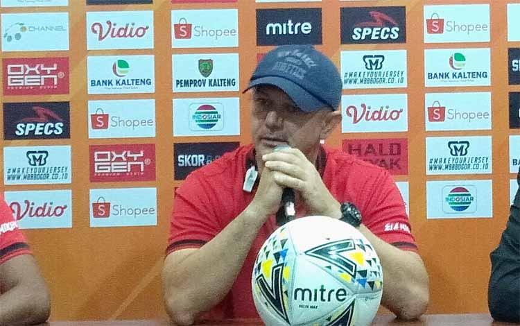 Pelatih Kalteng Putra, Gomes De Oliveira menyampaikan harus dapat poin penuh dalam laga kontra PSM Makassar