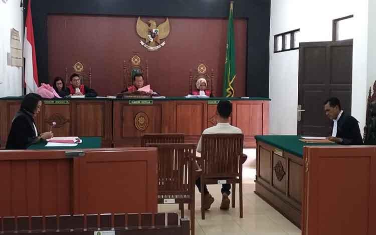 Mardi menjalani sidang atas tindak pidana pembunuhan yang dilakukannya terhadap anak kandung di Pengadilan Negeri Palangka Raya