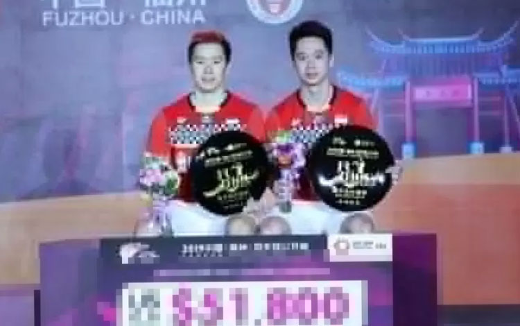Ganda putra Indonesia Marcus Fernaldi Gideon/Kevin Sanjaya Sukamuljo menaklukkan menaklukkan unggulan ke-empat Takeshi Kamura/Keigo Sonoda dengan skor 21-17, 21-9 pada final Fuzhou China Open 2019 di Haixia Olympic Sports Center, Fuzhou, China, Minggu (10