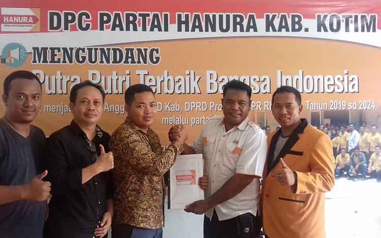 Anggota DPRD Kotim M Khozaini mendaftar di Partai Hanura sebagai bakal calon wakil bupati pada Pilkada Kotim.
