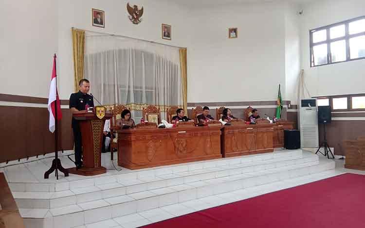 Bupati Gunung Mas menyampaikan jamban pemerintah terhadap pandangan umum fraksi Pendudukung DPRD atas RAPBD tahun anggran 2020.
