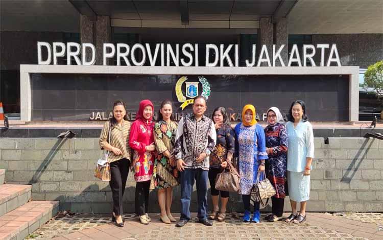 Kegiatan DPRD Palangka Raya kompak kunjungan kerja ke Tanah Jawa sejak akhir pekan lalu