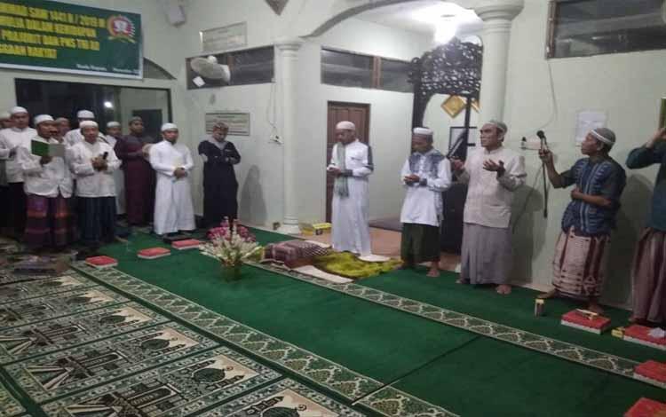 Jajaran Kodim 1011 Kuala Kapuas memperingati Maulid Nabi Muhammad SAW 1441 H yang diselenggarakan di Masjid Baitul Muttaqin, Senin malam 11 November 2019.