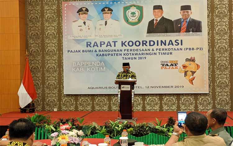 Kepala BAPPENDA Kotim, Marjuki menyampaikan sambutan saat rakor Perda Nomor 6 Tahun 2018, Selasa 12 November 2019