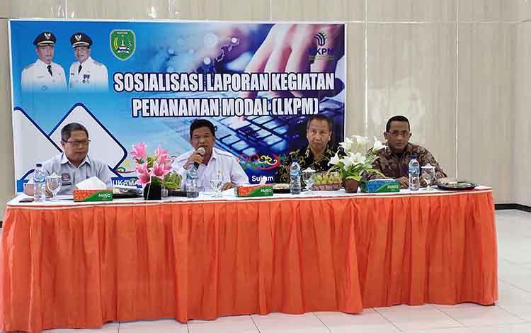 Bupati Sukamara, H Ahmadi saat membuk kegiatan sosialiasi LKPM, dalam kesemaptan itu dirinya meminta agar investor bisa memenuhi kewajiban.