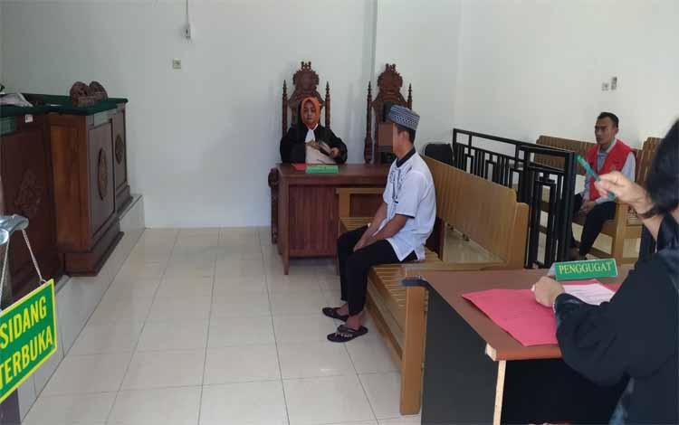 Terdakwa Nan seorang mahasiswa yang menjalani sidang di Pengadilan Negeri Palangka Raya karena terjerat kasus sabu