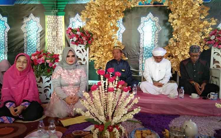 Suasana saat PD Ipemi Kabupaten Kapuas gelar Maulid Nabi Muhammad SAW yang diisi dengan tradisi baayun di Majelis Taklim Darruzahro
