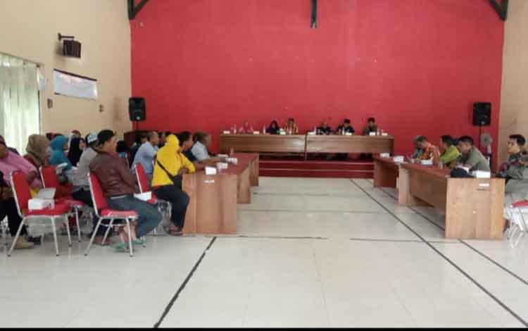 Pertemuan antara Pemkab Kotawaringin Barat dan pedagang yang berjualan di Pasar Tembaga Indah di Aula Satpol PP Kobar, Kamis, 4 November 2019