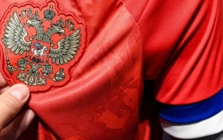 Badan sepak bola Rusia menyatakan timnas tak akan mengenakan seragam baru rancangan Adidas untuk per