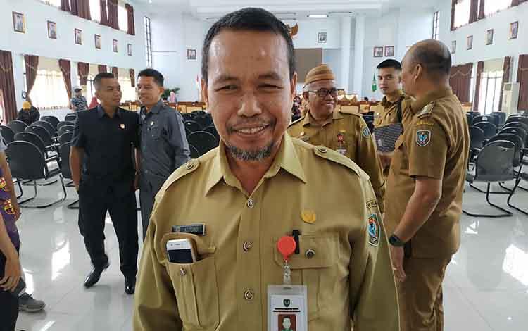 Kepala Dinas Perpustakaan dan Kearsipan Seruyan, Astono.