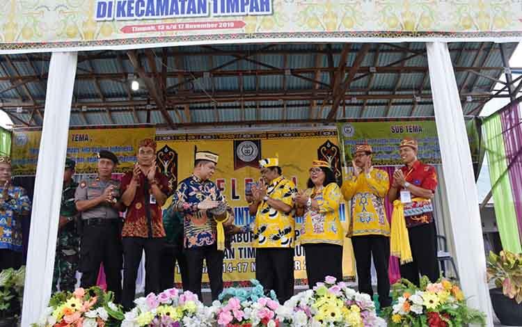 Festival Tandak Intan Kaharingan ke II Tingkat Kabupaten Kapuas digelar di Balai Basarah Agama Hindu Kaharingan, Kecamatan Timpah.
