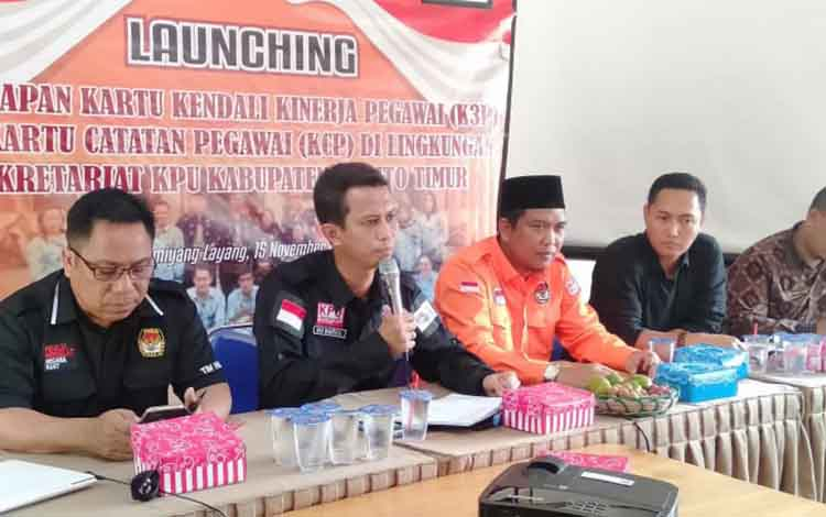 Komisi Pemilihan Umum (KPU) Kabupaten Barito Timur melaunching penerapan Kartu Kinerja Pegawai (K3P) dan Kartu Catatan Pegawai (KCP), Jumat, 15 November 2019.