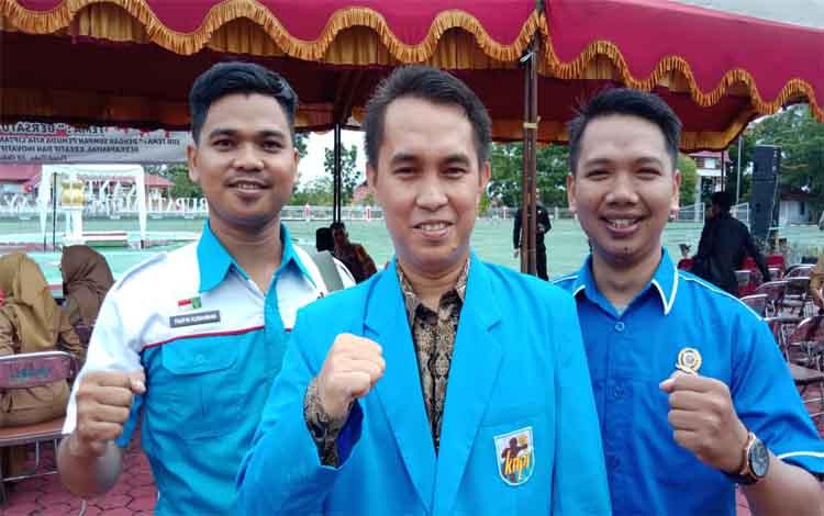Ketua KNPI Murung Raya, Pungki saat menjelaskan rencana turnamen voli, Sabtu 16 November 2019