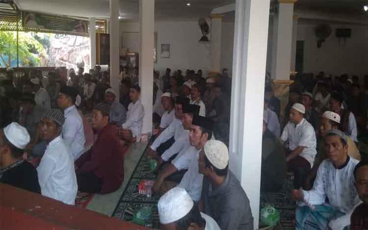Warga binaan Lapas Kelas IIB Pangkalan Bun mengiikuti acara peringatan Maulid Nabi Muhammad SAW, Sabtu 16 November 2019