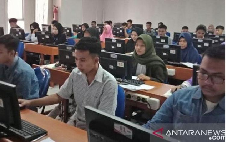 Pelaksanaan UTBK 2019 gelombang pertama yang digelar di Universitas Negeri Makassar (UNM), April 2019. ANTARA Foto/HO/Panitia UTBK PMB UNM 2019