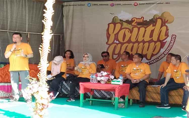 Kepala Badan Restorasi Gambut, Nazir Foead menyampaikan harus bangga dengan Taman Nasional Sebangau pada pembukaan kemah pemuda atau Youth Camp di Punggualas, Sabtu 16 November 2019