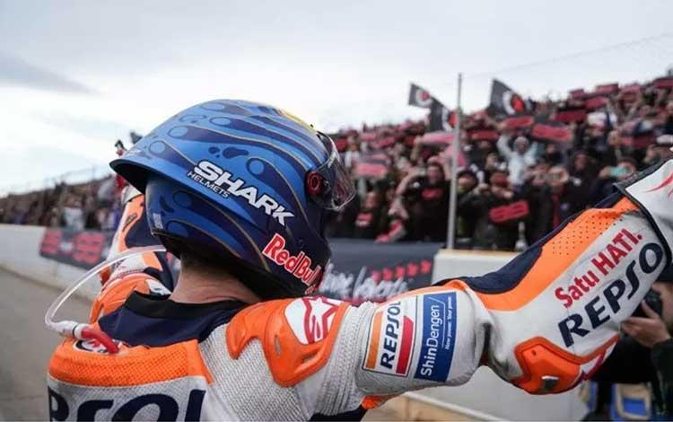 Jorge Lorenzo menyapa pendukungnya di Grand Prix Valencia, Minggu (17/11/2019) (hondaracingcorporati