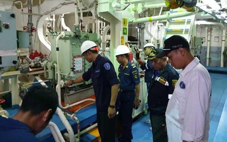 Pelaksanaan uji petik kapal penumpang oleh KSOP Kumai, Senin,18 November 2019