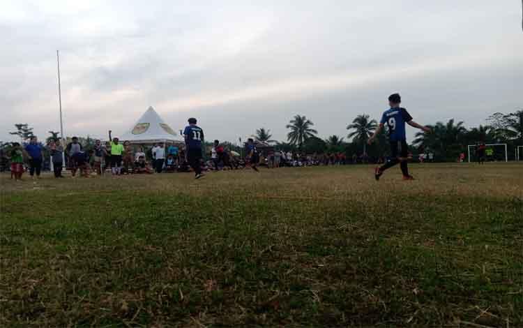Pertandingan final futsal Satpol PP vs tim RSUD Kuala Kurun di Lapangan Insen Mulang, Kabupaten Gunung Mas, Senin 16 November 2019