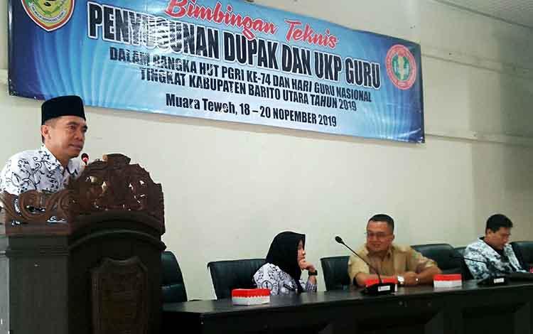 Plt Kepala Dinas Pendidikan Barito Utara, Syahmiludin A Surapati memberikan arahan kepada para guru
