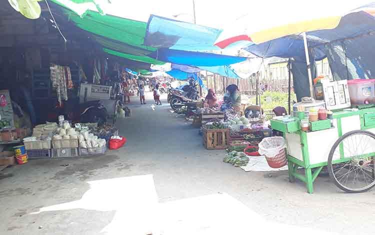 Pedagang berjualan di luar gedung Pasar Indra Sari masih bisa dimaklumi oleh Disperindagop Kobar