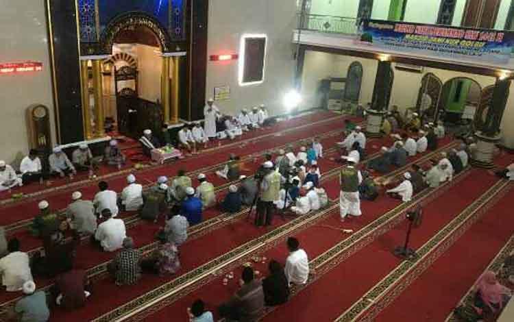 Peringatan Maulid Nabi Muhammad SAW di Masjid Nur Qolbu, Kompleks Menteng, Kelurahan Sawahan, Kecamatan MB Ketapang, Selasa 19 November 2019 malam