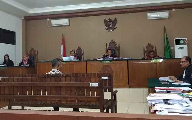 Mantan PPK Fitriadie bersaksi dalam sidang kasus dugaan korupsi pembangunan Pasar Handep Hapakat Kabupaten Pulang Pisau