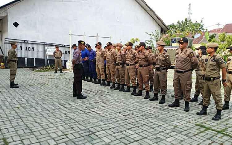 Personel Satuan Binmas Polres Kapuas gelar Binkamsa dalam kota sambangi Satpol PP dan Damkar Kapuas pada Selasa, 19 November 2019