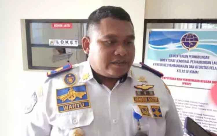 Kepala KSOP Kelas IV Kumai, Wahyu Prihanto menjelaskan hasil penyelidikan terkait tenggelamnya kapal wisata di Sungai Kumai.