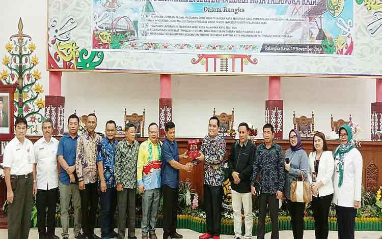 Kunjungan kerja anggota DPRD Kabupaten Kotabaru ke Palangka Raya dalam rangka belajar Perda Izin Usaha Perkebunan, Rabu 20 November 2019