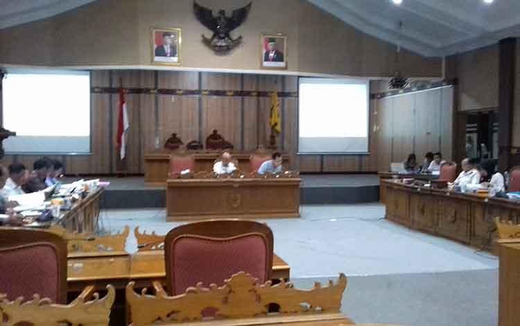 Pembahasan RKA antara Komisi I DPRD Kotim dengan DPKAD Kotim.
