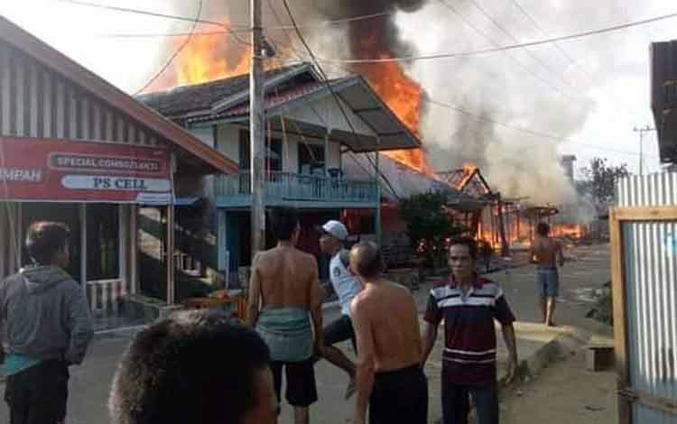 Kebakaran di Desa Mangkahui ludeskan 13 rumah dan 2 gedung walet, Rabu 20 November 2019