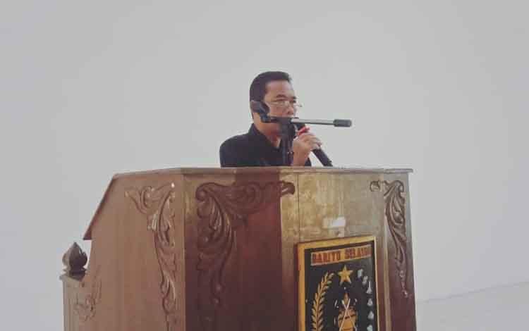 Asisten I Setda Barsel, Jumadi saat membuka sosialisasi TPKJM, Rabu, 20 November 2019.