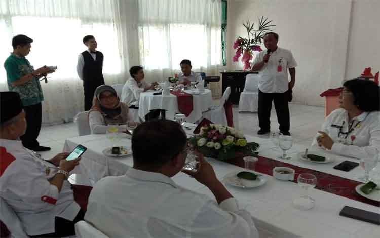 Plt Kepala Dinas Pendidikan Kalimantan Tengah, Mofit Saptono Subagio menyampaikan pesan di hadapan para siswa dan siswi SMK. Mofit menyebut para siswa SMK memiliki kemampuan yang luar biasa