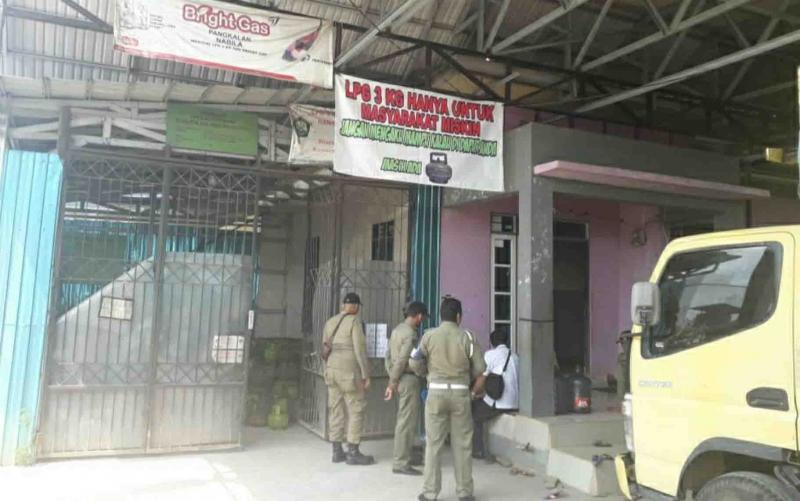 Satpol PP dan Damkar Kapuas bersama instansi terkait melakukan pemantauan pendistribusian gas elpiji 3 kilogram di wilayah setempat.