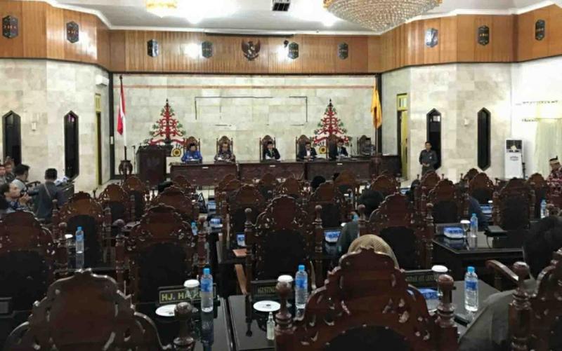 Rapat paripurna di DPRD Kapuas, Kamis, 21 November 2019 sore.