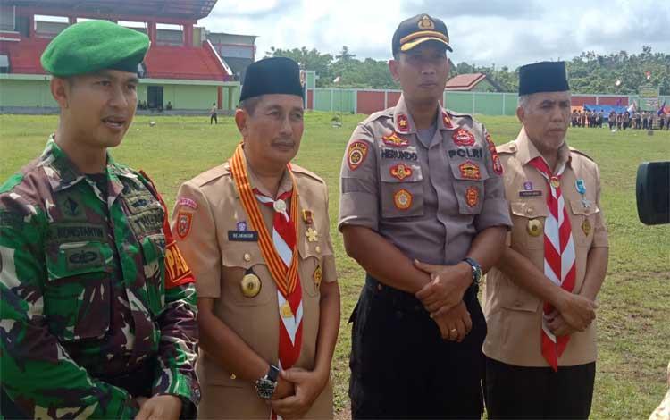 Ketua Kwarcab Murung Raya, Rejekinoor saat menyampaikan tentang penguluran waktu peringatan hari pramuka ke 58, Jumat 22 November 2019