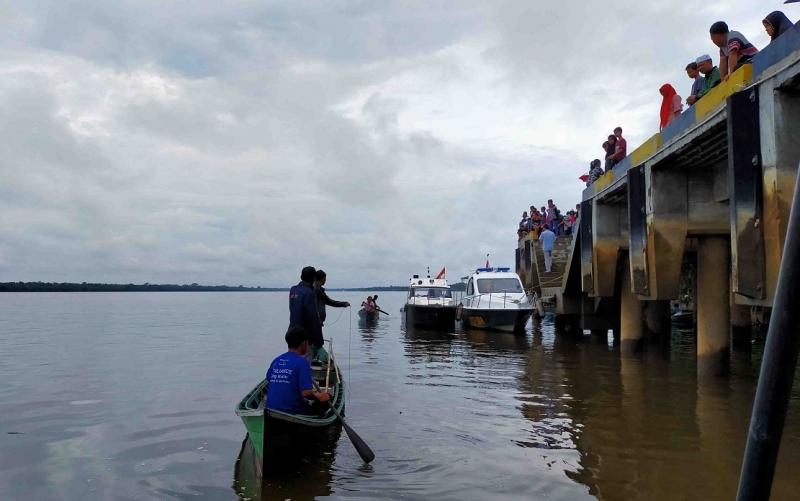 Pencarian korban tenggelam di Sungai Mentaya, kawasan Dermaga Pelangsian, Minggu, 24 November 2019.