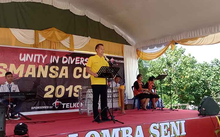 Bupati Gunung Mas, Jaya S Monong menyempatkan waktu untuk menghadiri HUT SMAN1 Kurun ke 54, Senin 25 November 2019