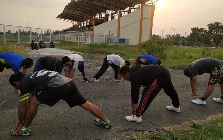 Atlet PWI Pulang Pisau latihan fisik persiapan menghadapi Powarda Kalteng.
