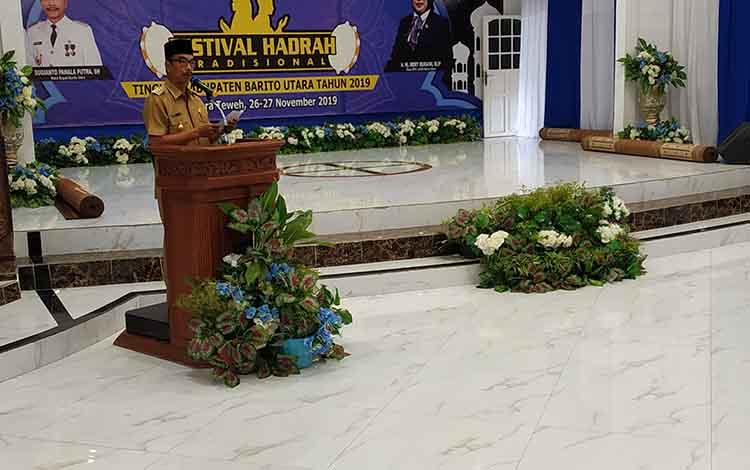 Wakil Bupati Barito Utara saat membuka sekaligus memberikan sambutan pada festival hadrah tradisional yang diselenggarakan DPD Lasqi Kabupaten Barito Utara di gedung balai Antang Muara Teweh, Selasa  26 November 2019.