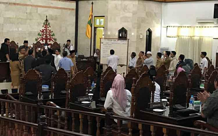 Suasana saat susunan Badan Kehormatan DPRD Kapuas dibentuk di ruang rapat paripurna pada Selasa siang, 26 November 2019.