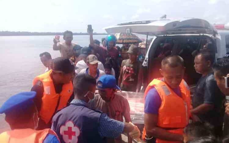 Polres Kotim tetapkan 1 tersangka dalam kasus tenggelamnya Iswahyudi di Sungai Mentaya, tepatnya di Dermaga Pelangsian, Desa Pelangsian, Kecamatan Mentawa Baru Ketapang, Kabupaten Kotawaringin Timur (Kotim).