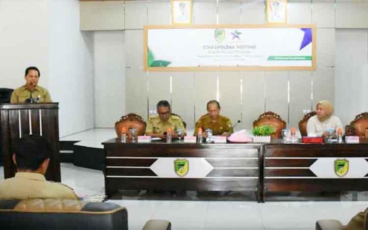 Dinas Kearsipan dan Perputakaan Kabupaten Barito Utara melaksanakan stakeholder meeting di aula Kecamatan Teweh Tengah, Selasa, 26 November 2019.