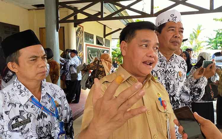 Sekda Kotim Halikinnor saat mengatakan, Pelantikan pejabat tinggi pratama di lingkungan Pemkab Kotawaringin Timur yang mengikuti lelang terbuka rencananya dilaksanakan bulan depan, yakniDesember 2019 atau Januari 2020 mendatang.