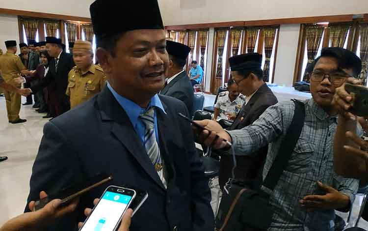 Penjabat Sekda Seruyan Djainuddin Noor.!Pemkab Seruyapberupaya para guru honorer berprestasi masuk dalam rekrutmenPegawai Pemerintah dengan Perjanjian Kontrak (P3K).