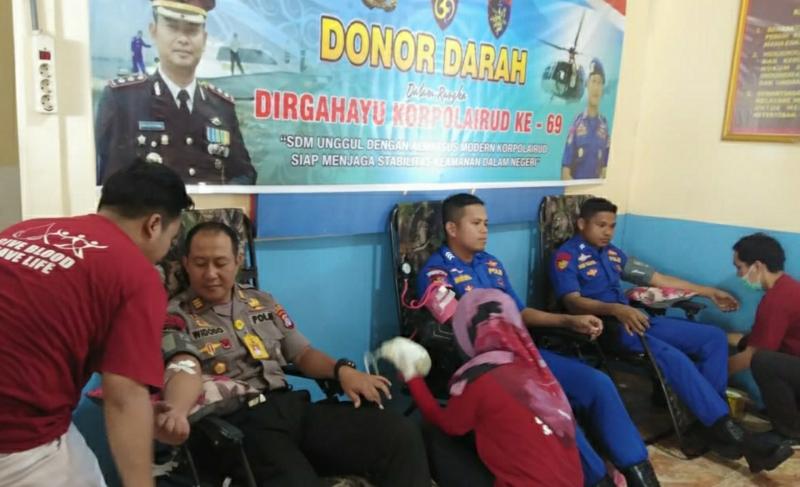 Suasana saat Satpolair Polres Kapuas lakukan Bakti Sosial sambut HUT ke-69 Korpolairud, bertempat di Mako Satpolair Jalan Soegiman Kuala Kapuas.