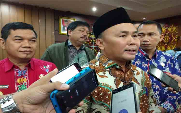 Gubernur Kalteng Sugianto Sabran menyampaikan kepada awak media bahwa jalan eks Pertamina di Barito Timur dibuka, Kamis 28 November 2019