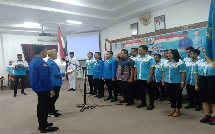 Ketua DPD KNPI Kalteng Rahmad Handoko melantik Pengurus DPD KNPI Gunung Mas masa bakti 2019-2022