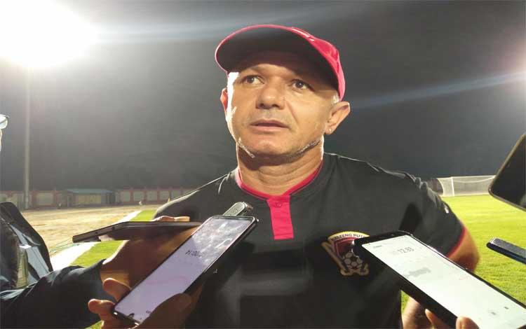 Pelatih Kalteng Putra Gomes De Oliveira memastikan kesiapannya menghadapi tim tuan rumah, Arema FC, Minggu 1 Desember 2019 besok